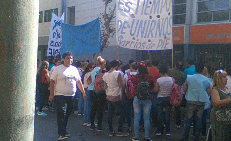 Photo of Corte y reclamo en la puerta de Energía San Juan