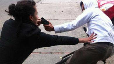 Photo of Le lastimaron la oreja a una policía para arrebatarle el celular