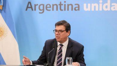 Photo of El Gobierno anunció una suba salarial de 4.000 pesos en dos cuotas para el sector privado