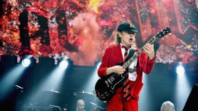 Photo of Cerca de 4 mil fans de AC/DC batieron el récord Guiness de «air guitar»