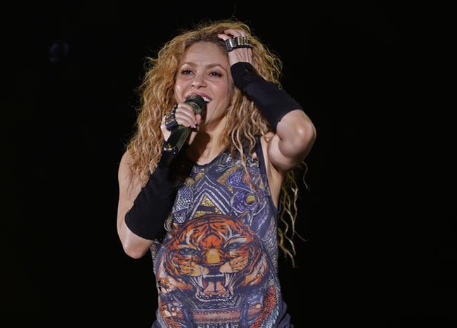 Photo of : Shakira dejará de fabricar sus perfumes para producir alcohol en gel