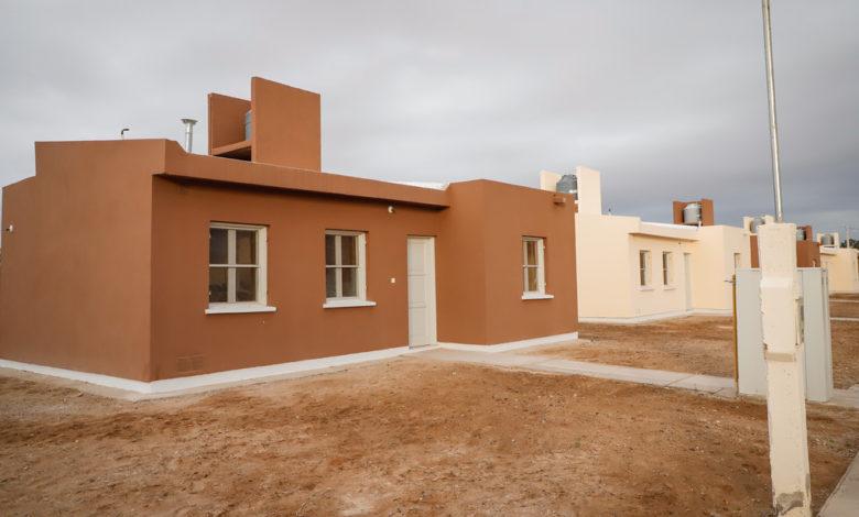 Photo of Entrega de 30 viviendas a familias de Sarmiento