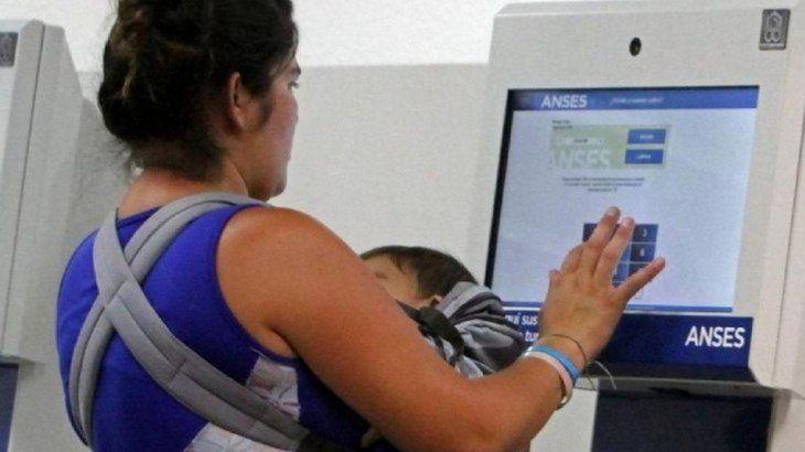 Photo of ANSES comienza este lunes a pagar el IFE: conocé tu día de cobro