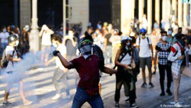Photo of Beirut: varios manifestantes se enfrentan a la policía por segundo día consecutivo