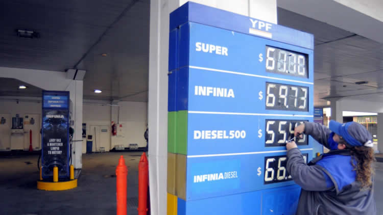 Photo of Los aumentos de impuestos que se vienen y como impactarán en los precios de los combustibles