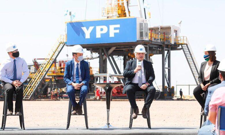 Photo of Fernández pondrá foco en «reconstruir YPF» porque el país la necesita «más viva y más fuerte»