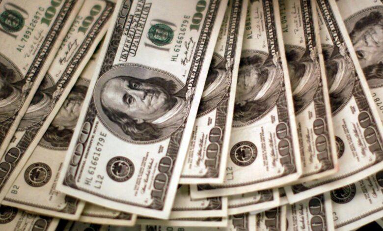 Photo of Dólar: el blue profundiza la baja y cotiza a $ 169