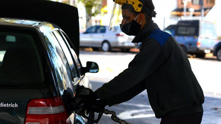 Photo of La nafta volvería a aumentar este sábado alrededor de un 2%