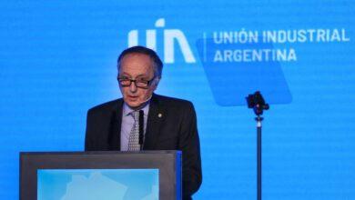 Photo of La UIA afirmó que crece la incertidumbre laboral por la doble indemnización y la prohibición de despidos