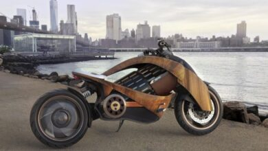 Photo of La futurista moto eléctrica con carenado de madera